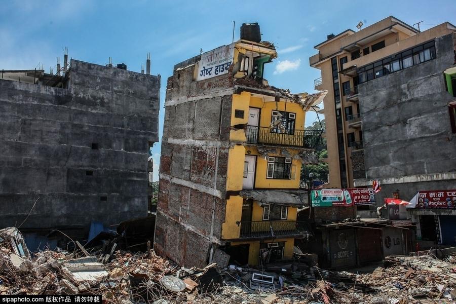 地震后的尼泊尔:废墟上的生活