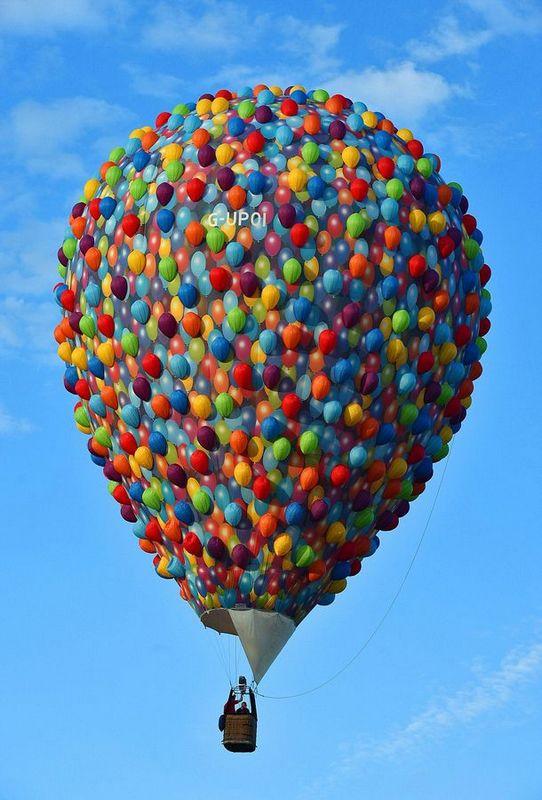 百余造型各异热气球亮相国际热气球节图片