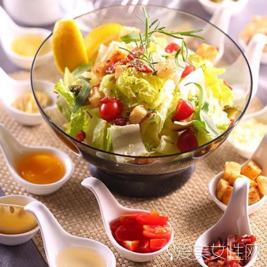 茄热饮200克千禧柿子   缤纷鸡丝沙拉做法:土豆100克、紫薯100克,
