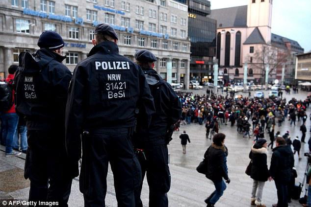 德国右翼重演水晶之夜,叙利亚移民道歉,不要大