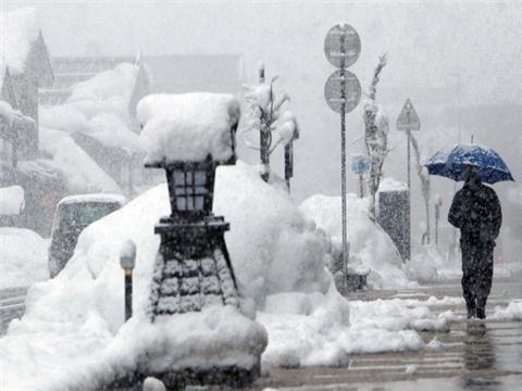 日本北海道遭遇暴雪天气 政府呼吁万人暂时疏散