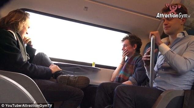 狠狠日色情网_恶作剧者火车上播放色情片 偷拍乘客反应