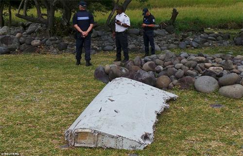 此前报道:印度洋小岛发现马航mh370机翼残骸