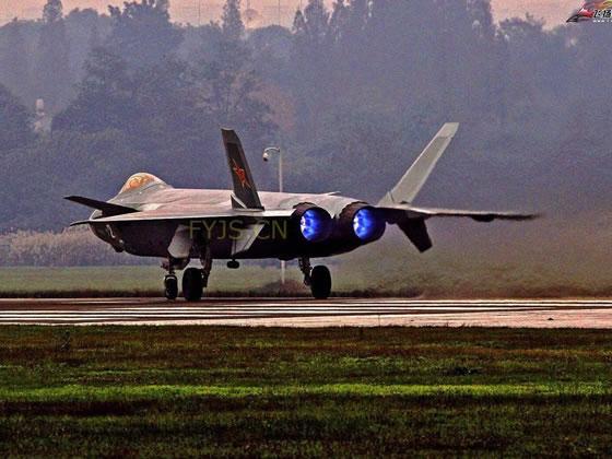 最新一架歼20原型机启动发动机喷蓝色火焰